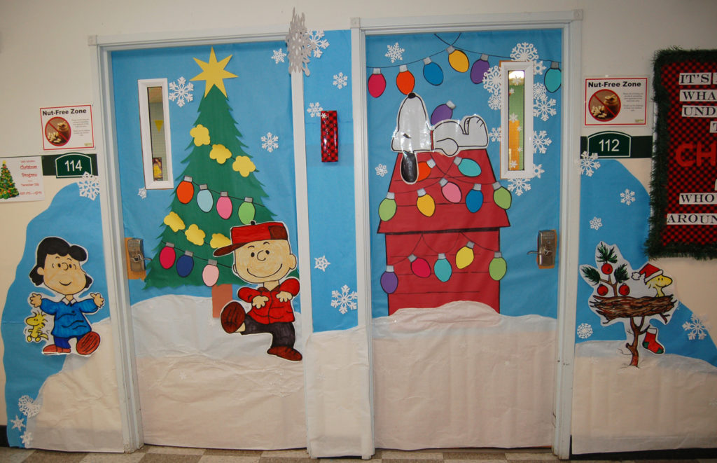 christmas door decorating contest underway facebook voting for favorite door ends monday dec 18