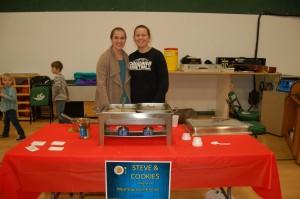 ACS Photo 4 - DSC 0403 - Steve  and Cookies - Student Volunteer Servers