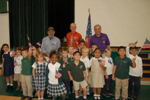 DSC 0060A - 1st graders with 3 veterans