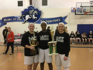 IMG 5498 - 3 seniors with trophy